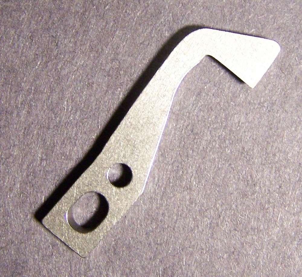 Pfaff # H004131 Couteau supérieur surjeteuse couteau supérieur  lame  Elna